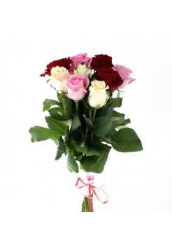 Прекрасный букет из разноцветных роз