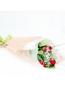 Розы с гипсофилой